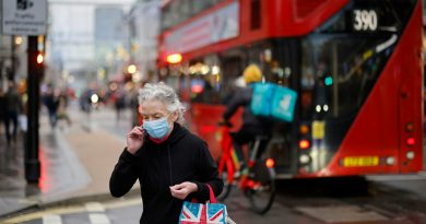 Commerces non-essentiels, restaurants, stades… l'Angleterre va déconfiner par étapes