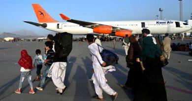 Afghanistan : plusieurs morts lors d'une ruée vers l'aéroport de Kaboul, les Etats-Unis réquisitionnent des vols commerciaux