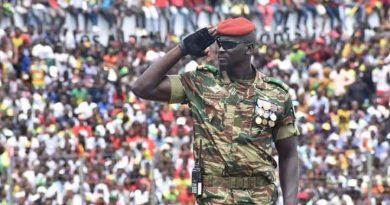 Coup d'État           Mamady Doumbouya  Sur le toit de la       Guinée – Conakry